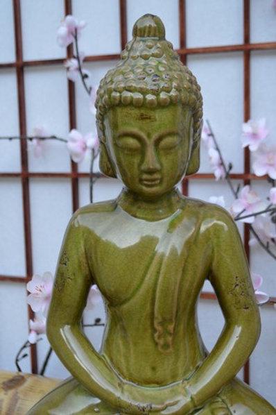 Bouddha vert méditation