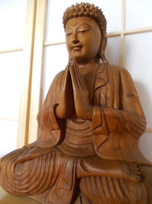 Bouddha en bois - La Prière