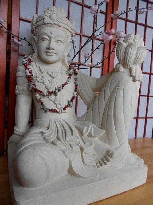 Statue en pierre & fleur de lotus