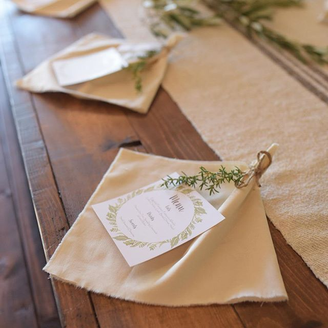 I just love this classic pottery barn styled look on our farm tables!! _kdpeventsaz did a wonderful
