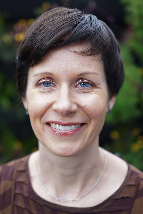 Susanne Stolzenberg headshot.jpg