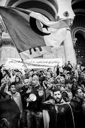 «Nous marchons pour la justice et la liberté. Notre identité est celle de la déclaration de novembre. Un seul peuple. Une seule bannière. Une seule revendication.»