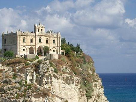 In Italia c'è una chiesa sul mare: ed è tra le più belle al mondo!