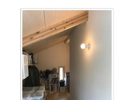 ✖床置き→◎壁掛けの収納