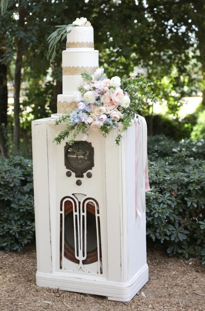 Ella White Console Radio