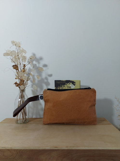 Pink waxed canvas washbag with leather handle