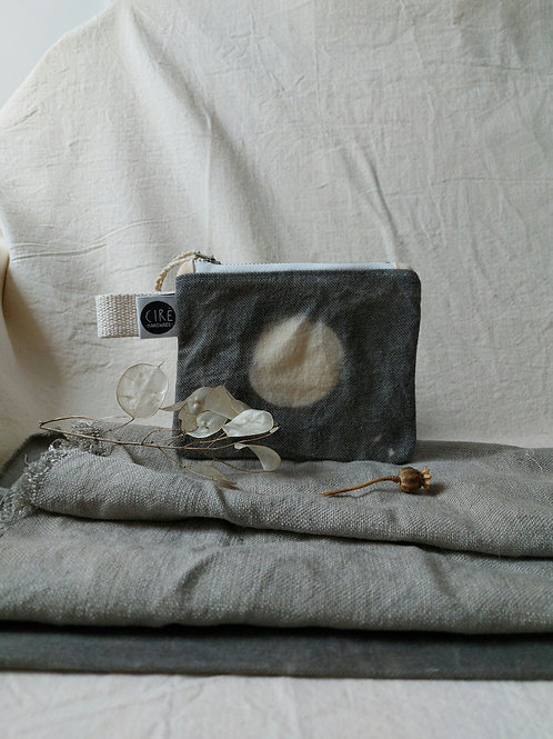 Moon coin-pouch