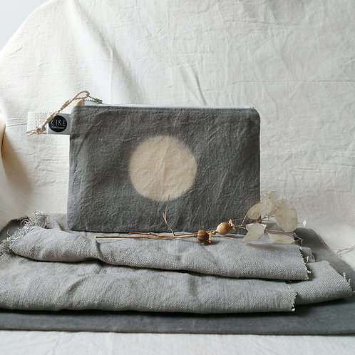 Moon pouch