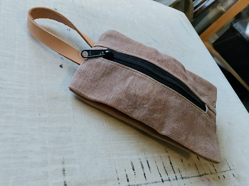 Waxed linen pouch, dusty pink, with natural leather handle
