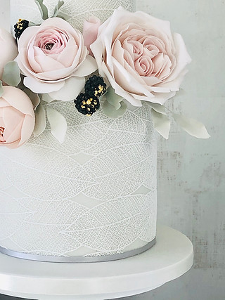 Rose and leafy lace cake up close