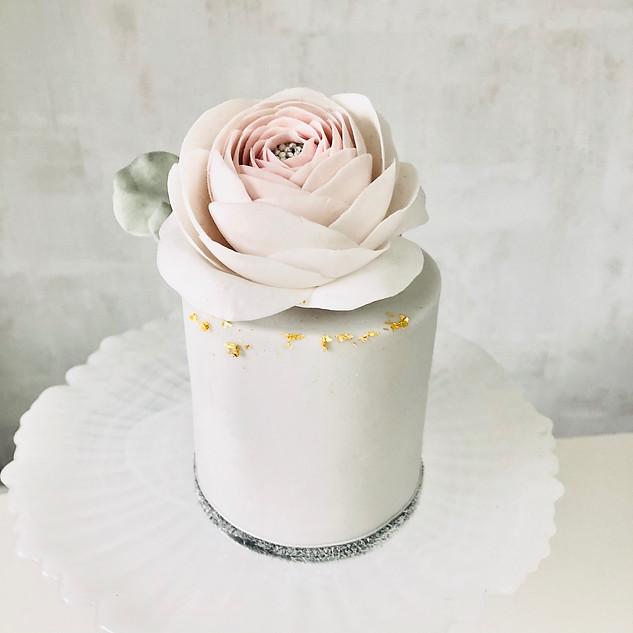 ranunculus mini cake - 1.jpg