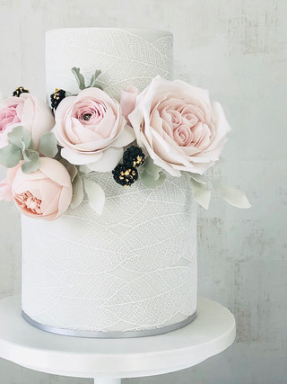 Rose and leafy lace cake