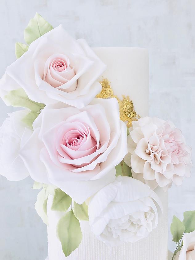 dahlia cake close up roses