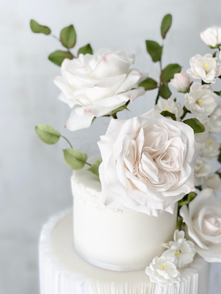 Floral wedding cake close up.jpeg