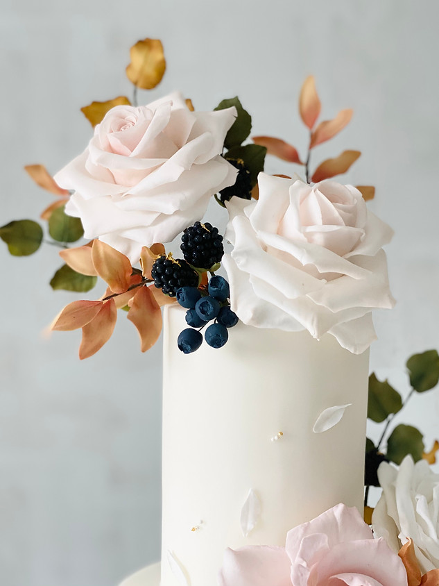 Autumn wedding cake detail blackberries