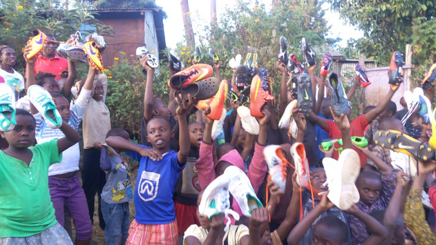 2019 _The kenyan 2019 Feb _The kenyan community receiving our kit !  receiving our kit !
