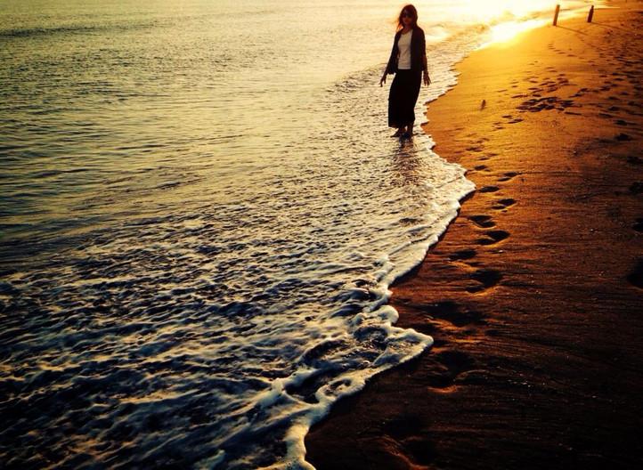 Lovers | 第一次清晨踏浪