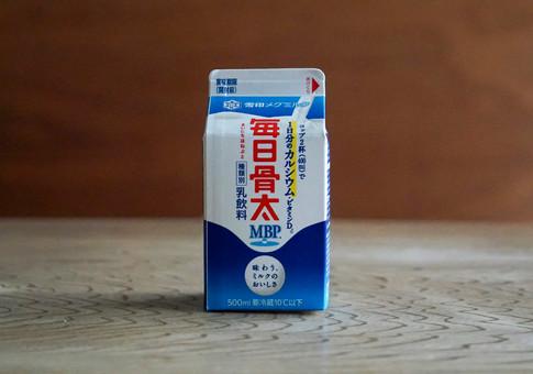 P_雪メグ_牛乳-02.jpg