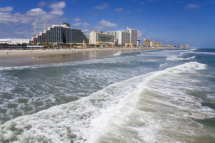 beachfront-hotels-along-daytona-beach--1