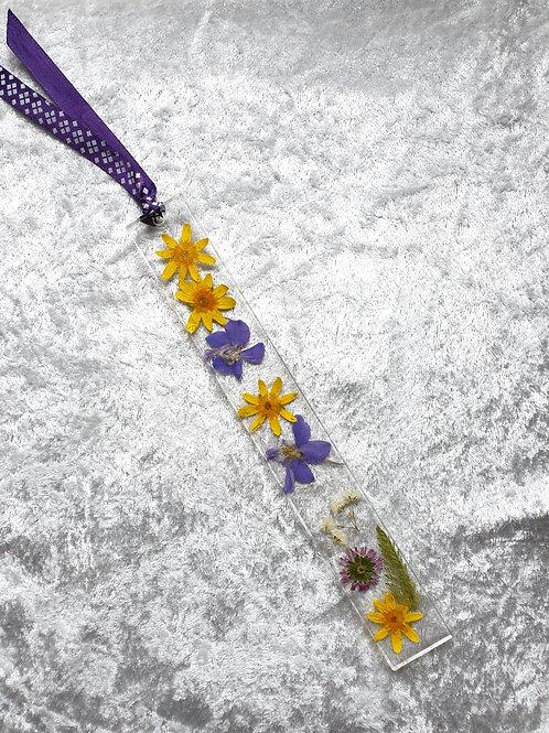 Marque page résine et fleurs naturelles