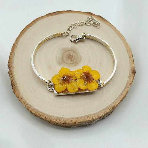 Bracelet en métal et bouton d'or