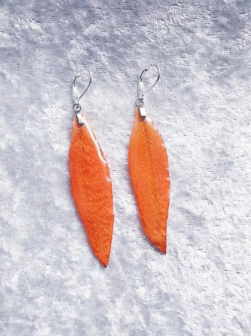 Boucles en argent et pétale de lys orange séché