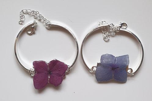 Bracelet en métal et fleur d'hortensia