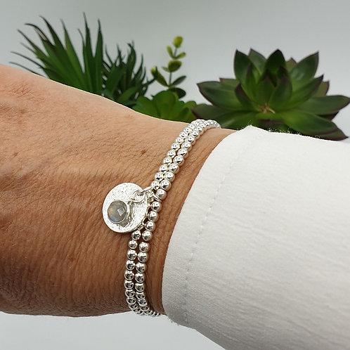 Bracelet double en argent avec médaille et pierre fine