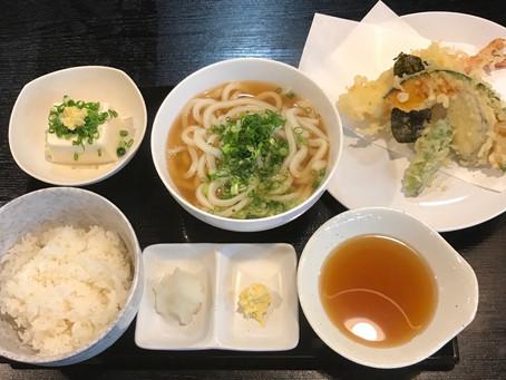 本日は天ぷら定食/親子丼+小きざみうどん