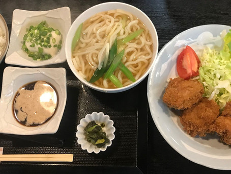 本日はミックスフライ定食と玉子丼(小きつねうどん付)
