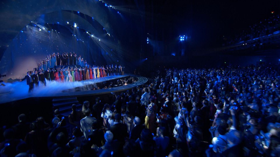 Cast of Loving The Silent Tears takes a bow before a sell-out crowd of 6000 in Los Angeles