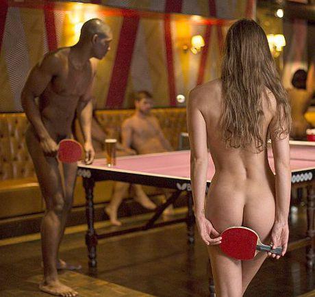 Великобританский клуб провел чемпионат по пинг-понгу для нудистов