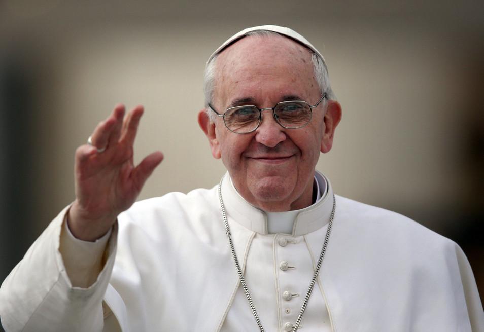 Папа Римский поздравил всех с Днем Влюбленных