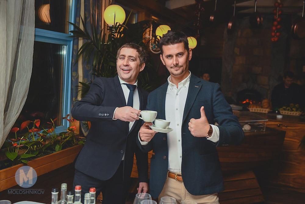 Организатор праздников Максим Молошников и ведущий Валерий Чигинцев