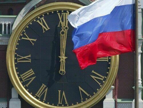 В Крыму празднуют переход на российское время