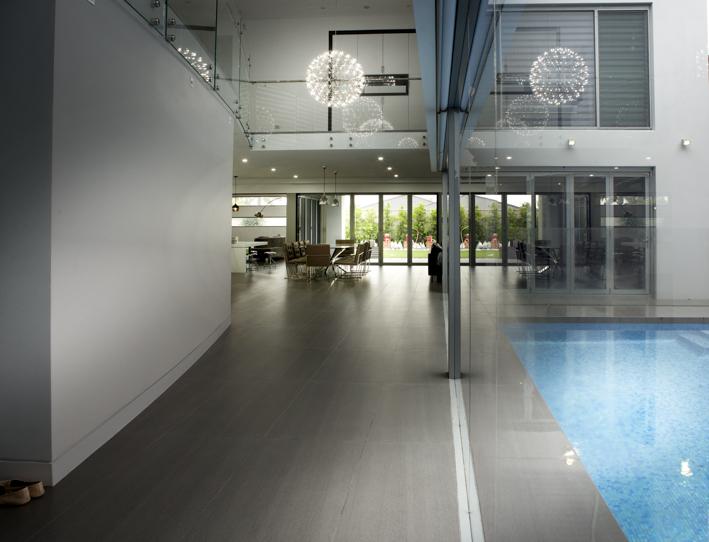 Pool / Lobby