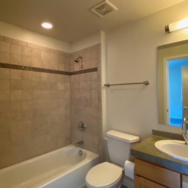 4670 bath 2.jpg