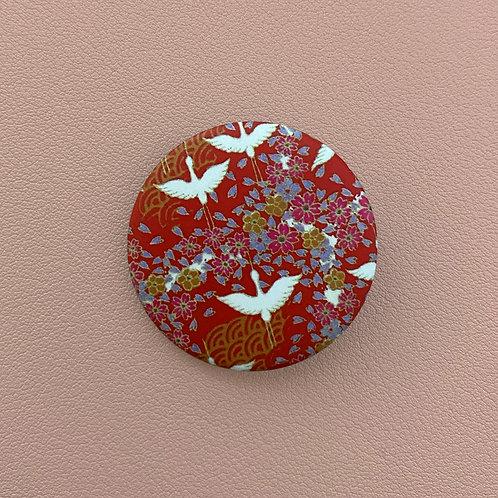 Badge Rouge Oiseaux Blancs