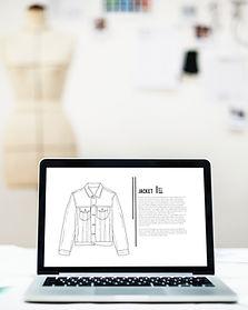 Bosquejo de la moda con el ordenador por