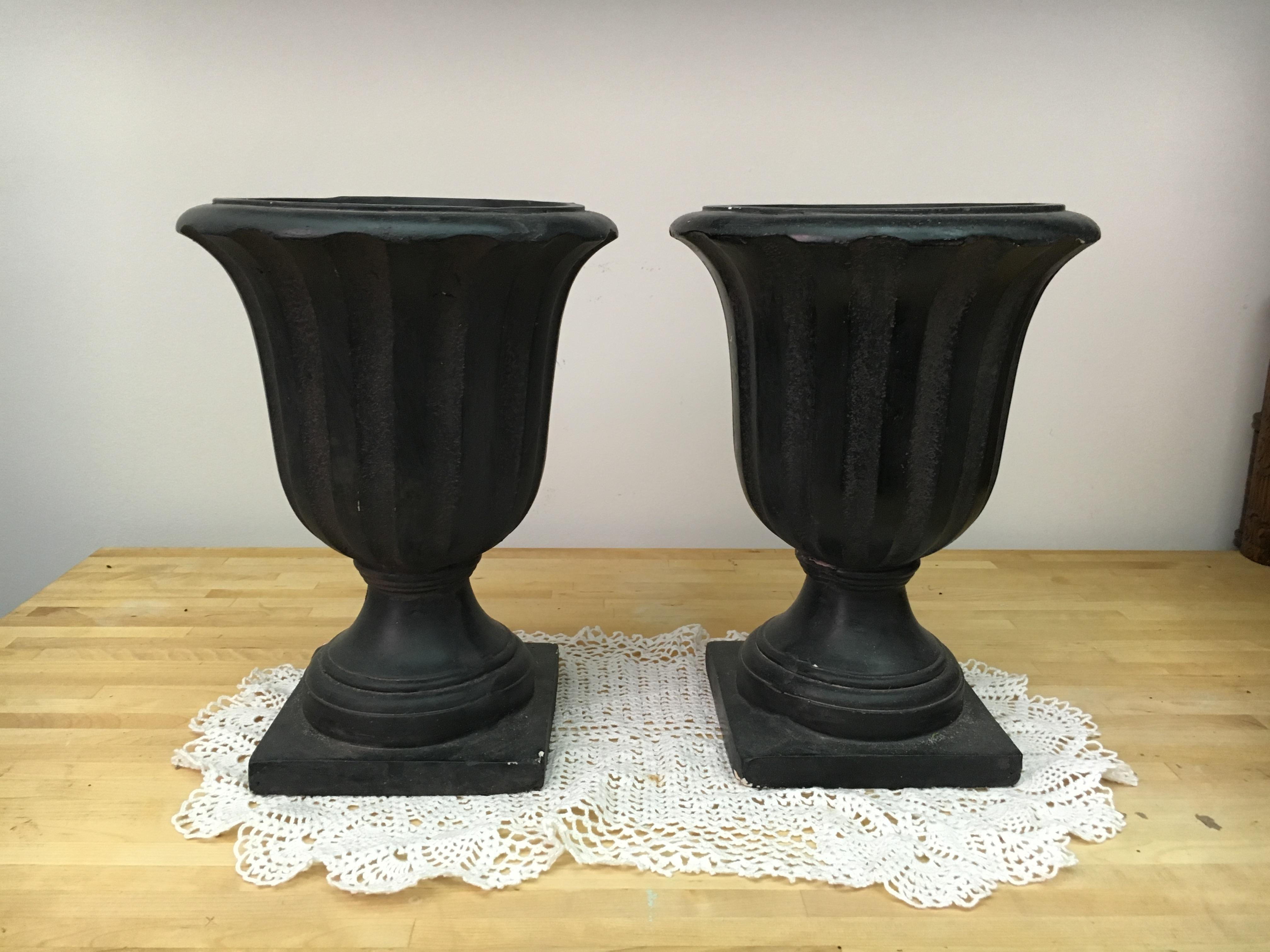 Black/Brown Flower Urns