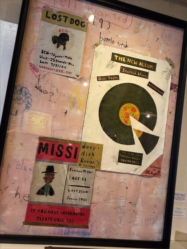 「壁に貼られたポスター」(2019)