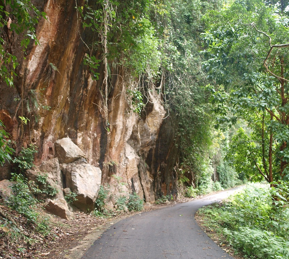 The railway beside the cliff in the Kuantan gorge