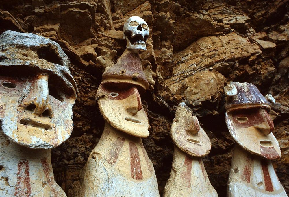 черепа, саркофаги, чачапояс