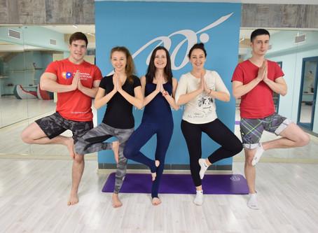 Какой коврик для йоги выбрать новичку? Советы тренера