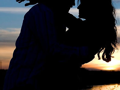 1-silhouette-of-romantic-couple-cindy-si