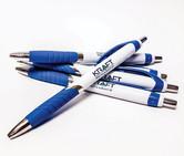 Penner med logotrykk.