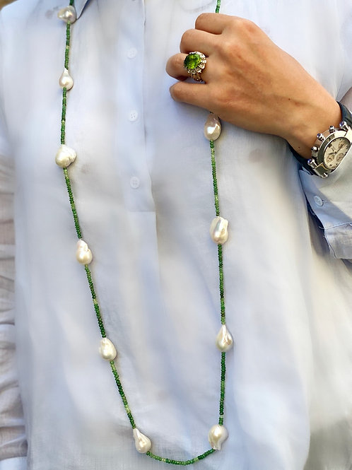 Emerald and Baroque Pearls Necklace