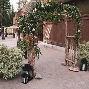 Natural Arbor   Wedding Entrance