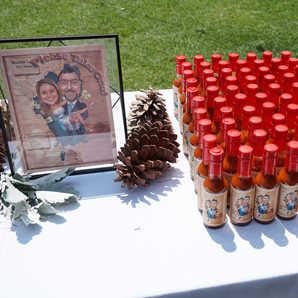 Creative Wedding Favors   Custom Hot Sauce