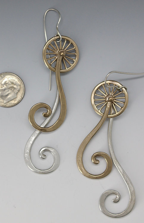 Swingin' swirl earrings
